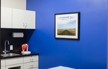 treatment room at Shoulders & Knees Steven Struhl MD practice